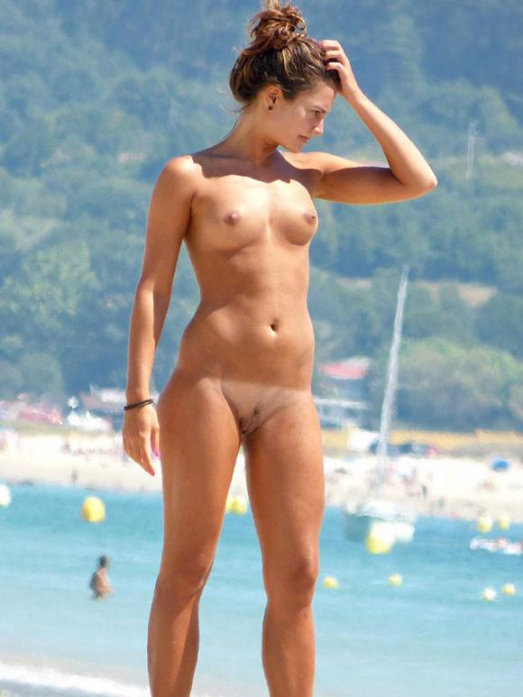 muyzorrras chicas desnudas playa