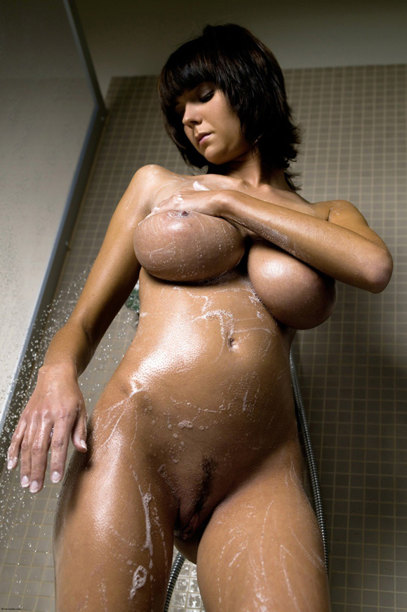 Chica caliente en la ducha - Canalpornocom