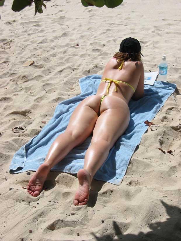 en la playa y piscina fotos desnudas